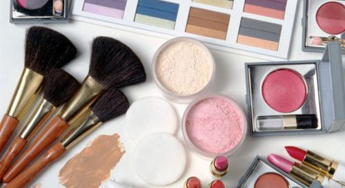 Saatnya Membuang Produk Makeup Anda!
