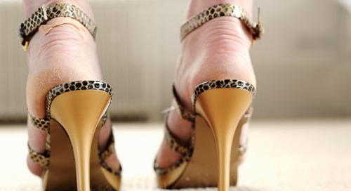 8 Hal Berbahaya Yang Disebabkan Sepatu Hak Tinggi Anda
