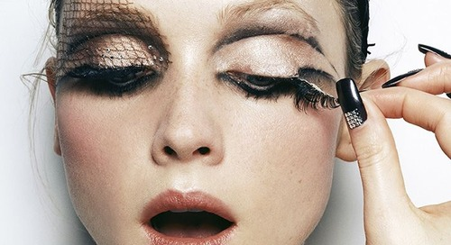 Makeup Halloween Berbahaya Bagi Kulit, Ini Cara Membersihkannya