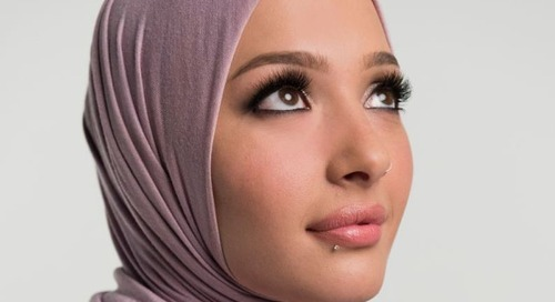 """Setelah Remaja Pria, Kini Wanita Berjilbab Ini Menjadi Wajah Baru Makeup Line """"CoverGirl"""""""