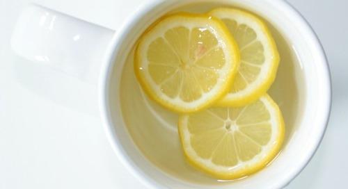 Lemon dan Air Hangat Kaya Manfaat