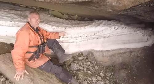Antarctica: Ornithologist Fabrice Genevois with rare snow petrel chicks (360° VR)