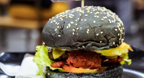 4 Restoran dengan Burger Hitam yang BESAR