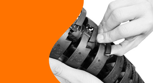 Corrugated tubing vs. triflex® R on multi-axis robots