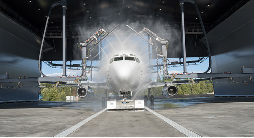 How igus® products help de-icing vehicles protect the lives of airline passengers