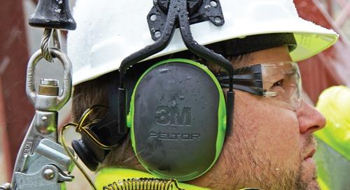 Il est facile de garder votre casque de protection sur votre tête.