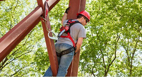 Discover the soul behind 3M fall protection science.