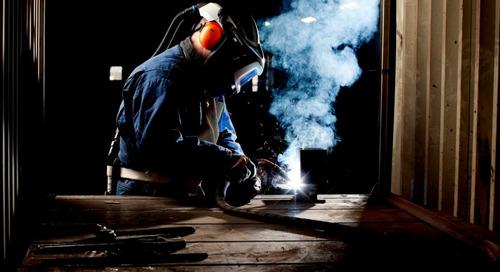 On vous aide à vous protéger contre les dangers respiratoires les plus courants pour les soudeurs