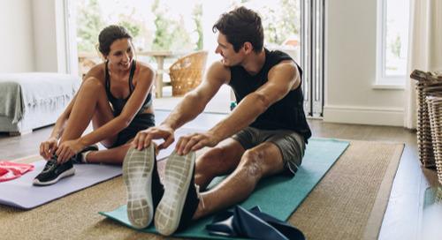 Étirements et exercices simples pour le travail à la maison