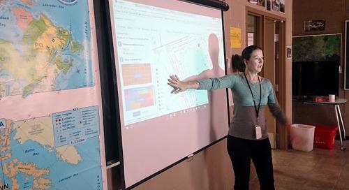 Larisa Johnstone, ambassadrice des SIG, transmet la perception spatiale aux élèves du comté d'Essex