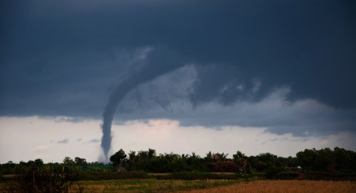 Comment les SIG et la science citoyenne peuvent-ils lever le voile sur les tornades canadiennes?