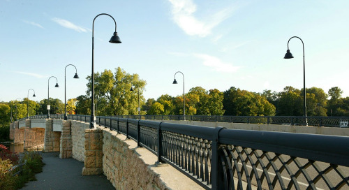 Minnesota City installs Holophane LED luminaires to light bridge in posh lakeside community
