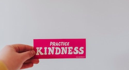 Random Acts of Kindness Day: 11 Characteristics of a Kind Leader