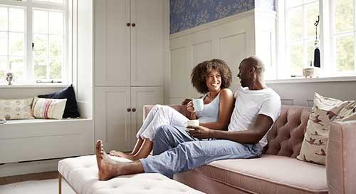 Vous envisagez la vie commune?  5 questions d'argent à aborder avec votre nouveau conjoint