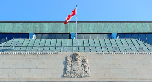 Un an plus tard, la Banque du Canada garde les taux bas et maintient ses mesures d'aide