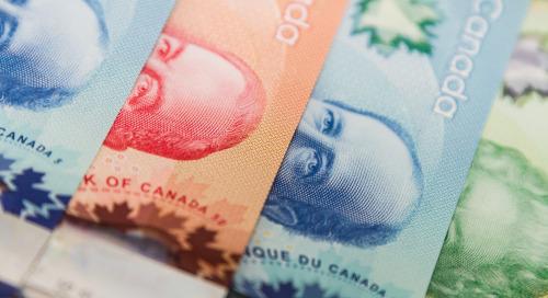 La Banque du Canada réduit ses achats d'obligations et revoit à la hausse ses prévisions de croissance