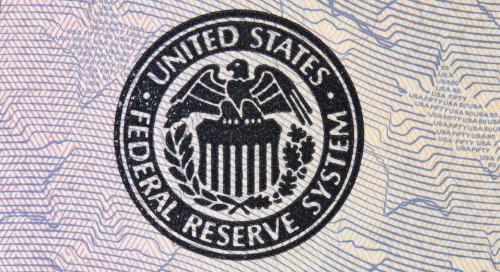 La Réserve fédérale maintient ses taux, malgré la courbe ascendante des graphiques par points