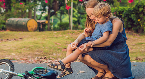 First-aid tips and a DIY kit for minor cuts and scrapes