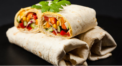 Healthy recipe: White bean hummus wraps with avocado and bell pepper