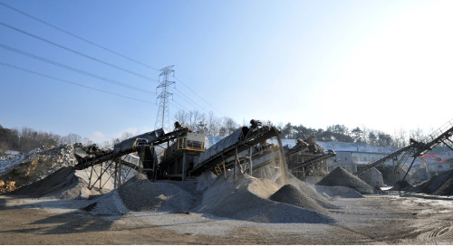 Well-Graded Aggregates vs. Gap-Graded Aggregates