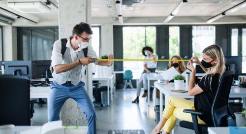 La distanciation physique sur le lieu de travail