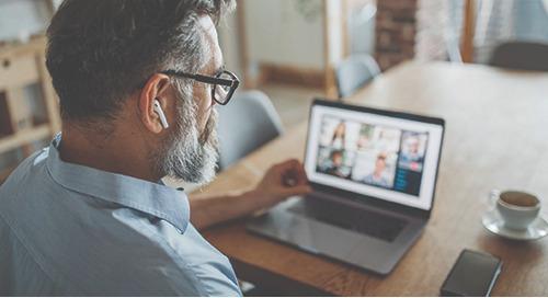 « Nous sommes vraiment anxieux » : Quand les réseaux virtuels de soutien par les pairs servent de refuge aux médecins face à la COVID-19