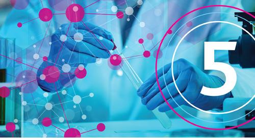 Cinq découvertes scientifiques qui ont eu une incidence sur les soins cliniques pour la COVID-19
