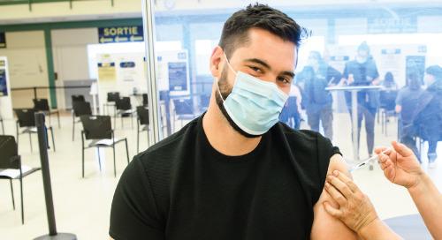 La vedette du football, Laurent Duvernay-Tardif, à la défense des vaccins contre la COVID-19 : « Nous pouvons faire partie de la solution »