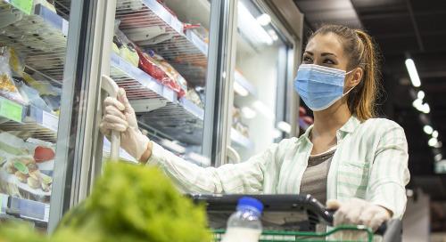 COVID-19: Des étudiants en médecine livrent des commandes d'épicerie aux gens dans le besoin