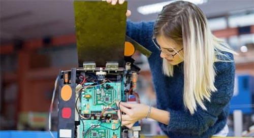 从工程领域的女性身上发现励志故事