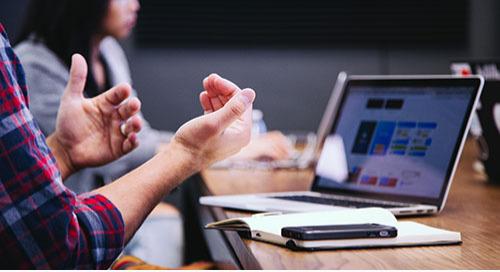 发展大学/商业伙伴关系:先锋播客系列