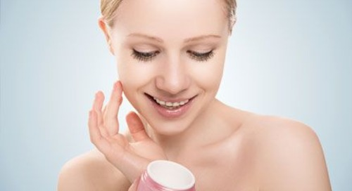 Tuntutan Menggunakan Makeup Setiap Hari? Ini Caranya Agar Kulit Tetap Sehat!