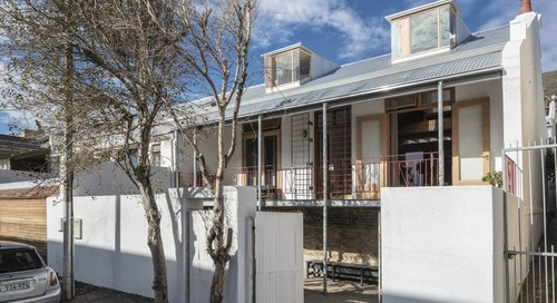 Arklow Villa III: A Restored 120-Year-Old Cottage in Cape Town