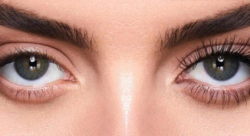 Caution: Extremely Voluminous Lashes Ahead