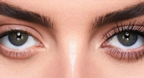 Maximize Your Lashes in 3 Minutes With Caution Extreme Mascara