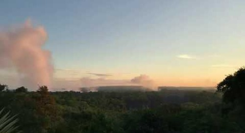 "Victoria Falls in the morning, ""smoke"" that thunders"
