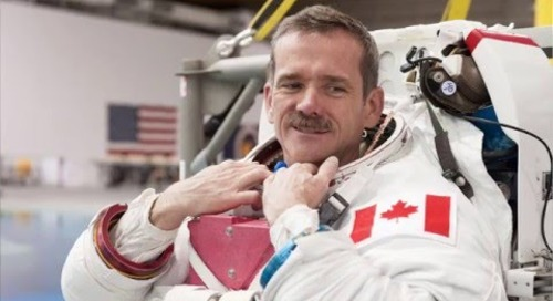 Chris Hadfield: Spaceship vs Icebreaker