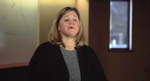 Karen Hogan, Diretor Global de Opex, sobre Consistência Global na Qualidade
