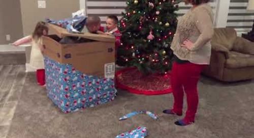 Airman Returns Home to Surprise Kids on Christmas