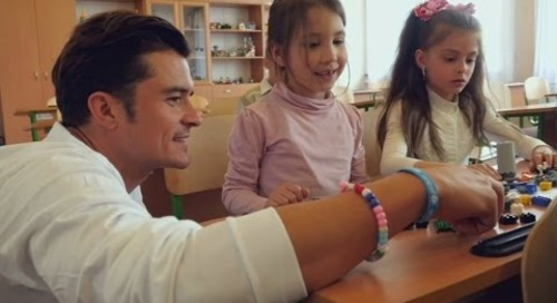Orlando Bloom visits schoolchildren in war-scarred Ukraine