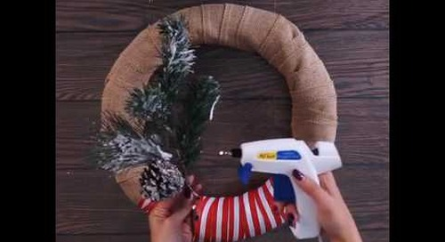 Wow your guests with this gorgeous holiday wreath courtesy of Command® Brand!