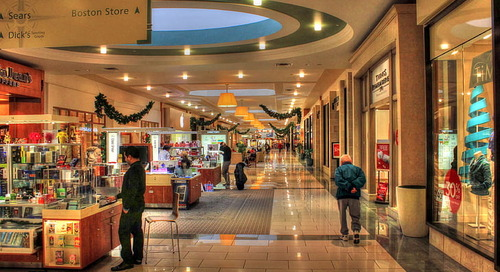 Market watch: Where should retailers advertise this holiday season?