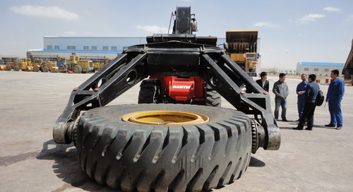 More mining at Manitou – new 63 in tyre handler and 35t loading capacity telehandler