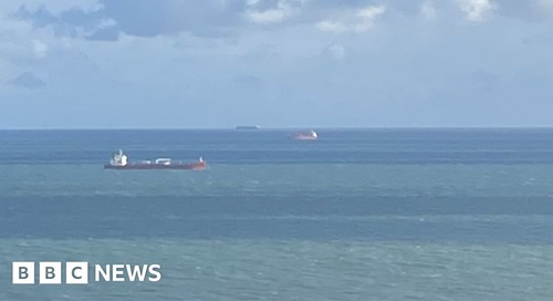 Isle of Wight: Stowaways on board tanker in 'ongoing incident' - BBC News