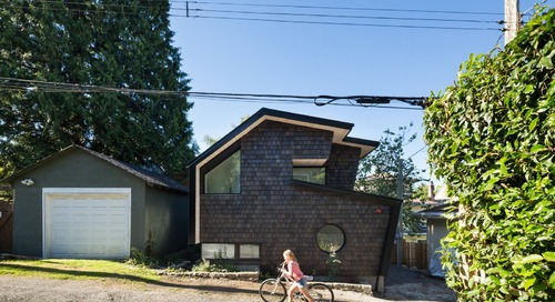 An Asymmetric Laneway House Reunites a Mother and Daughter in Vancouver