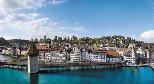 Melihat Jembatan Kapel yang Indah di Swiss