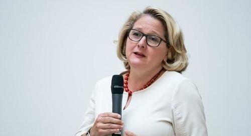 Umweltministerin Schulze fordert grüne Investitionen