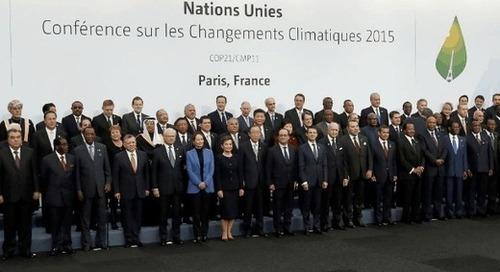 """L'Accord de Paris de 2015 vu sous l'angle d'une lutte internationale """"boiteuse"""" contre les changements climatiques."""