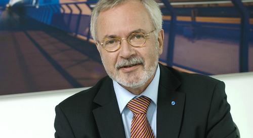 """Le patron de la BEI critique les patrons industriels qui se sont """"endormis"""" face au changement climatique"""