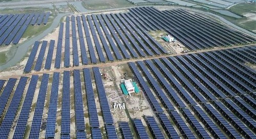 With solar farms and roof panels, Bangladesh inches toward green power goal